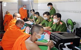 Phát huy vai trò chức sắc, Người có uy tín trong đồng bào Khmer trong cấp CCCD