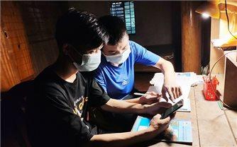 Đôi bạn người dân tộc thiểu số ở Hà Tĩnh cùng đạt điểm 10 ước mơ trở thành sỹ quan quân đội
