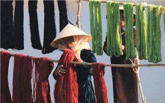 Tôn vinh nét đẹp phụ nữ Việt Nam và làng nghề truyền thống