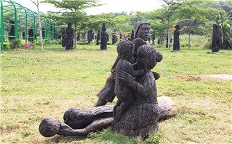 Nhiều công trình điêu khắc công cộng gây phản cảm - Trách nhiệm thuộc về ai ?