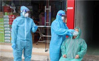 Kiên Giang: Khẩn cấp điều động 63 y, bác sĩ đến điểm nóng Hà Tiên khám sàng lọc bóc tách F0