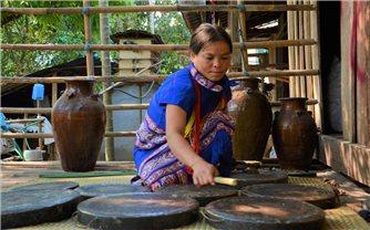 Những người phụ nữ âm thầm giữ gìn văn hóa truyền thống ở vùng cao Quảng Ngãi