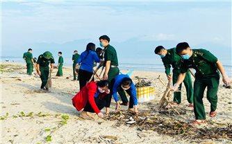Bộ đội Biên phòng Đà Nẵng chung tay làm sạch biển