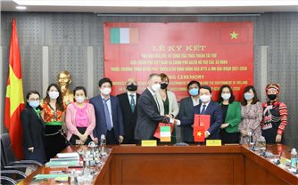 Ủy ban Dân tộc - Đại sứ nước Cộng hòa Ai Len tại Việt Nam: Ký kết văn bản sửa đổi bổ sung Thoả thuận hỗ trợ các xã ĐBKK thuộc Chương trình MTQG