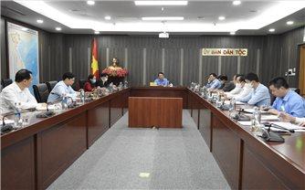 Bộ trưởng, Chủ nhiệm Hầu A Lềnh chủ trì phiên họp Hội ý Lãnh đạo Ủy ban tuần 43