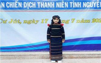H'Ô Ran Byă - Cô trò nhỏ học giỏi, hát hay