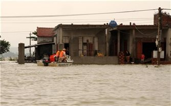 Chủ động ứng phó áp thấp nhiệt đới có khả năng mạnh lên thành bão và khắc phục hậu quả mưa lũ tại các tỉnh miền Trung