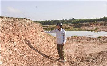 Trưởng thôn cũng có thể bán đất công?