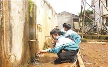 Đăk Nông: Trường chuẩn, nhà vệ sinh không chuẩn