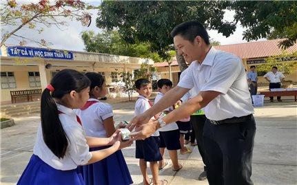 Vinamilk triển khai Chương trình Sữa học đường tại Trà Vinh