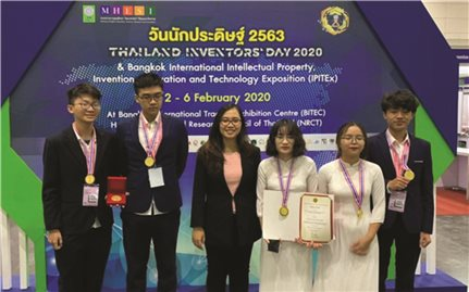 Học sinh Việt Nam đạt thành tích cao tại cuộc thi phát minh, sáng chế tại Thái Lan