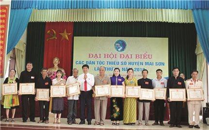 Cô giáo dân tộc Mông tâm huyết với sự nghiệp trồng người