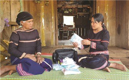 Cô đỡ Alui của làng Mrông Yố 2