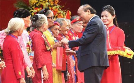 Thủ tướng gặp mặt 300 đại biểu Mẹ Việt Nam Anh hùng toàn quốc