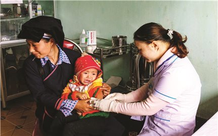 Làm gì để duy trì đội ngũ y tế thôn bản?