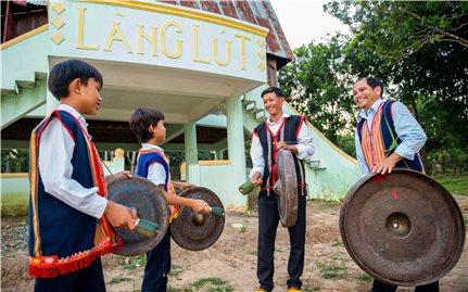 Dạy và học cồng chiêng ở làng Lút
