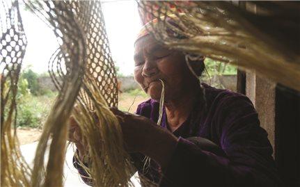 Bảo tồn nghề đan võng gai của người Thổ