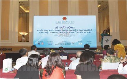 Thi biên soạn sách, tài liệu tiếng Việt cho người Việt Nam ở nước ngoài