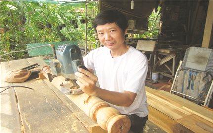 Nghề chạm khắc gỗ ở Chợ Mới