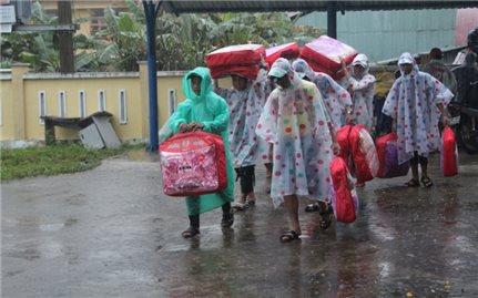 Dạy bù cho học sinh ảnh hưởng bão lũ: Không để học sinh và giáo viên quá tải