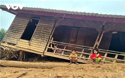 Học sinh vùng bão lũ miền Trung: Gian nan con đường đến trường