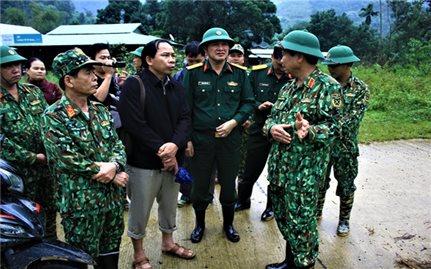 Quân khu 5 đỡ đầu các cháu mồ côi do sạt lở đất tại Nam Trà My