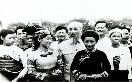Bác luôn trong trái tim đồng bào các dân tộc Việt Nam