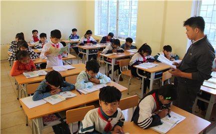 Giáo dục song ngữ trên cơ sở tiếng mẹ đẻ: Cần điều chỉnh trước khi nhân rộng mô hình (Bài 2)