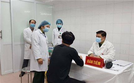 Hoàn thành tiêm thử nghiệm liều thứ nhất Nanocovax 75 mcg