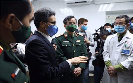 Phó Thủ tướng: Tri ân các thầy thuốc bằng việc chung tay chống dịch COVID-19