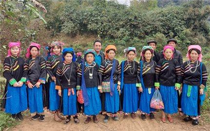Hoa văn, họa tiết trên trang phục của người Pu Péo ở Bắc Mê