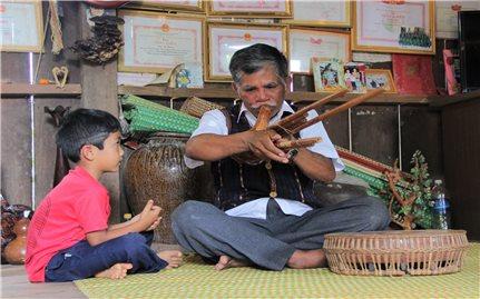 Người giữ hồn lễ Bok Chu Bur ở vùng Loan