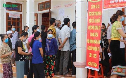 Rộn ràng Ngày bầu cử sớm ở vùng cao Nghệ An
