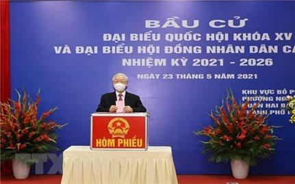 Tổng Bí thư Nguyễn Phú Trọng bỏ phiếu bầu cử tại quận Hai Bà Trưng