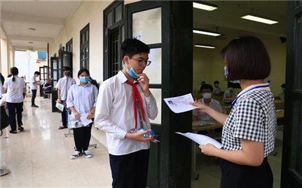 Sáng nay, hơn 93.000 thí sinh Hà Nội dự thi vào lớp 10