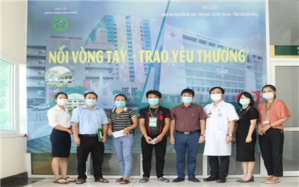 Ủy ban Dân tộc thăm hỏi, hỗ trợ 2 bệnh nhân người DTTS có hoàn cảnh đặc biệt khó khăn tại Bệnh viện Bạch Mai