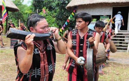 Khám phá văn hóa làng Cơ tu tại Làng Du lịch cộng đồng Ta Lang