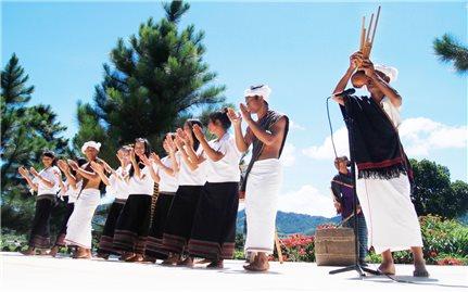 Trang phục truyền thống của người Chu Ru