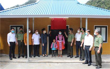 Bàn giao nhà cho các gia đình có hoàn cảnh khó khăn tại xã Hang Kia, Pà Cò
