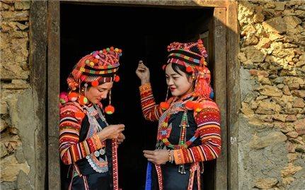 Trang phục truyền thống của người Hà Nhì Hoa