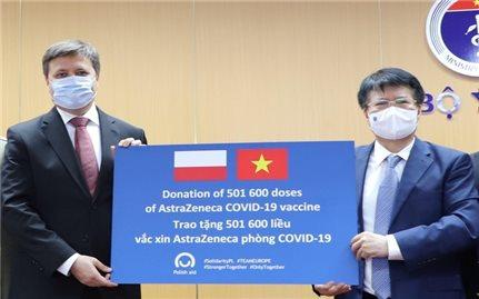 Tiếp nhận hơn 500.000 liều vaccine Covid-19 từ Ba Lan