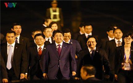 Hình ảnh Thủ tướng Nhật Bản Shinzo Abe đến sân bay Đà Nẵng