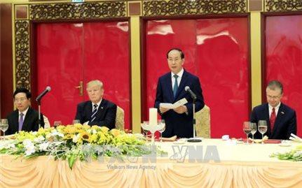 Chủ tịch nước Trần Đại Quang chủ trì Quốc yến chiêu đãi Tổng thống Donald Trump