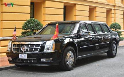 """Cận cảnh """"quái thú"""" Cadillac One của Tổng thống Donald Trump ở Hà Nội"""