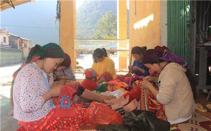 Gìn giữ nghề thêu, dệt lanh trên Cao nguyên đá