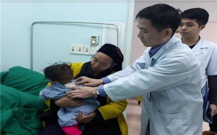 Phẫu thuật thoát vị màng não tủy cứu sống bé 10 tháng tuổi
