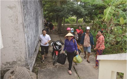 Đồng bằng sông Cửu Long: Nhiều người dân phớt lờ với cảnh báo thiên tai