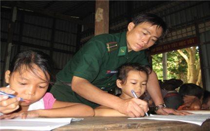 Đẩy mạnh công tác xóa mù chữ ở biên giới, hải đảo