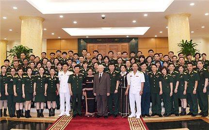 Tổng Bí thư Nguyễn Phú Trọng gặp mặt đoàn viên Công đoàn Quân đội tiêu biểu