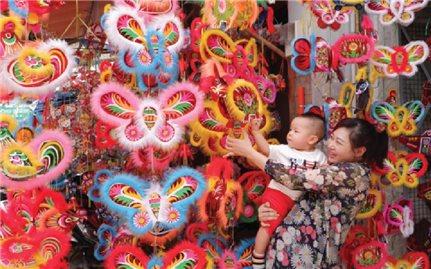 Nhộn nhịp phố đèn lồng ở Sài Gòn mùa Trung thu